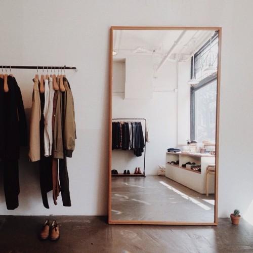 Espelhos-para-dar-amplitude-no-quarto