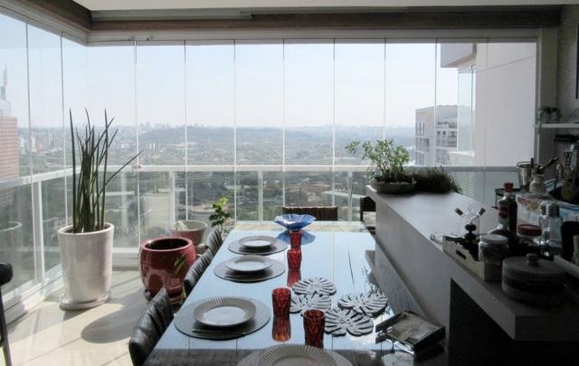 Fechar a varanda pode revitalizar o ambiente por completo