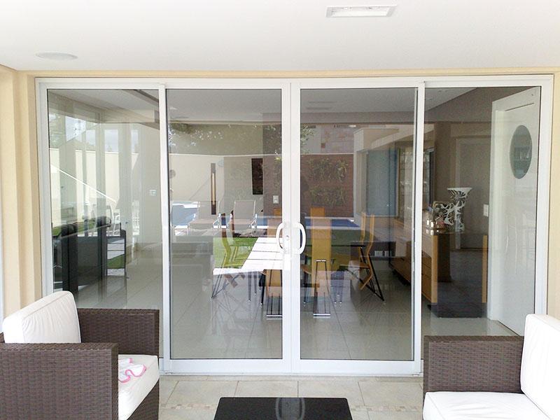 Portas e janelas de alumínio combinando com decoração branca img 3